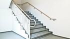 Holz Handlauf | im Treppenabgang | montiert im Flur