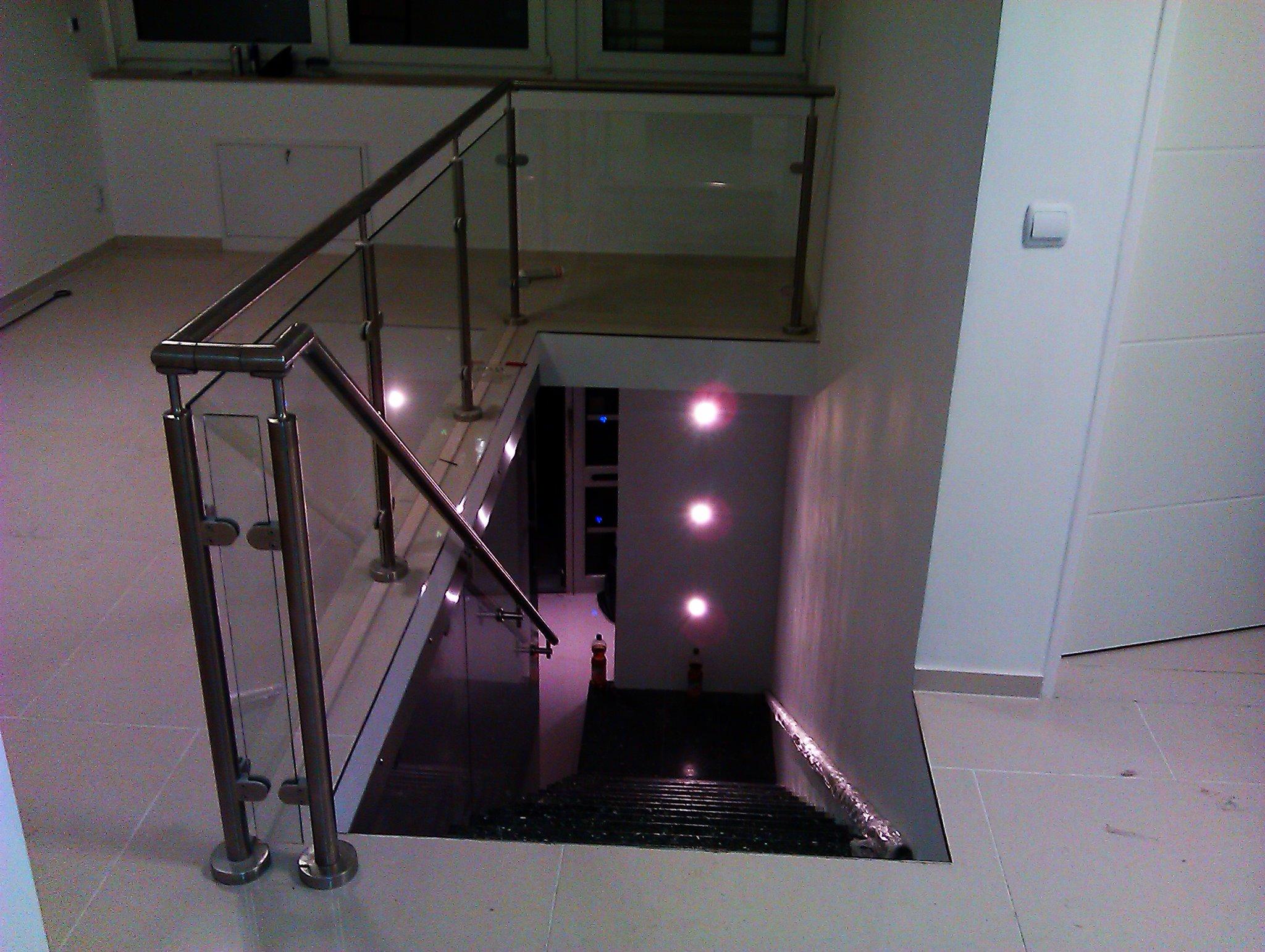 edelstahlgel nder mit glas baus tze von. Black Bedroom Furniture Sets. Home Design Ideas