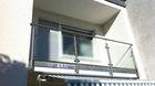 Glasgeländer mit Edelstahlpfosten | seitlich an Balkon montiert