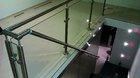 Glasgeländer mit Edelstahlpfosten | montiert im Treppenabgang