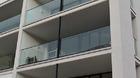 Glasgeländer, Ganzglasgeländer mit Klarglas, Kundenbild Mehrfamilienhaus