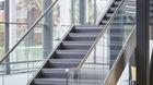 Treppengeländer | Glasfronten mit Edelstahlhandlauf