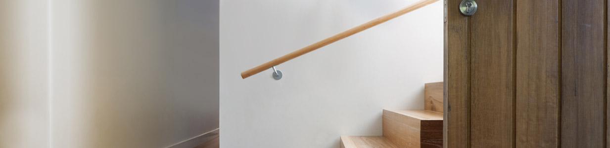 L/änge 30-500 cm aus einem St/ück//zum Beispiel L/änge 430 cm mit 5 Halter Enden =Halbkugel gefr/äst Eiche Gel/änder Handlauf Set Bausatz mit gewinkelte Halter verschiedene Endst/ücke